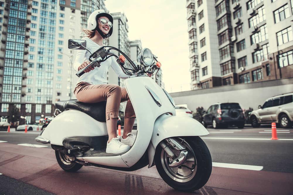 Deja el coche en casa y pásate a la moto